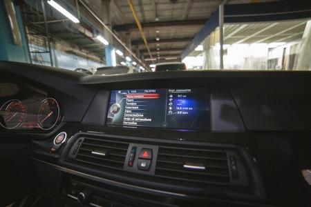 Установка мультимедиа NBT на BMW